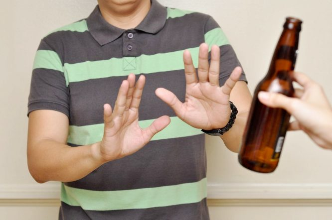 Можно ли выпивать после операции на глаза