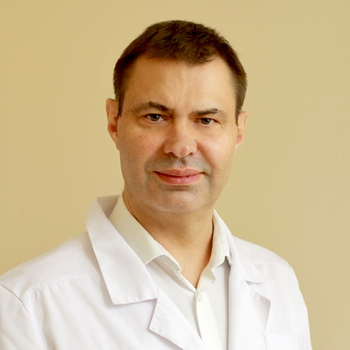 Витрео-ретинальный и катарактальный хирург