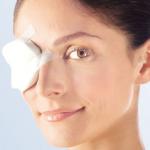 Носить повязку после операции по удалению катаракты