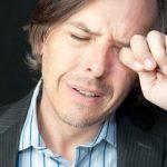 слезы из глаз после удаления катаракты